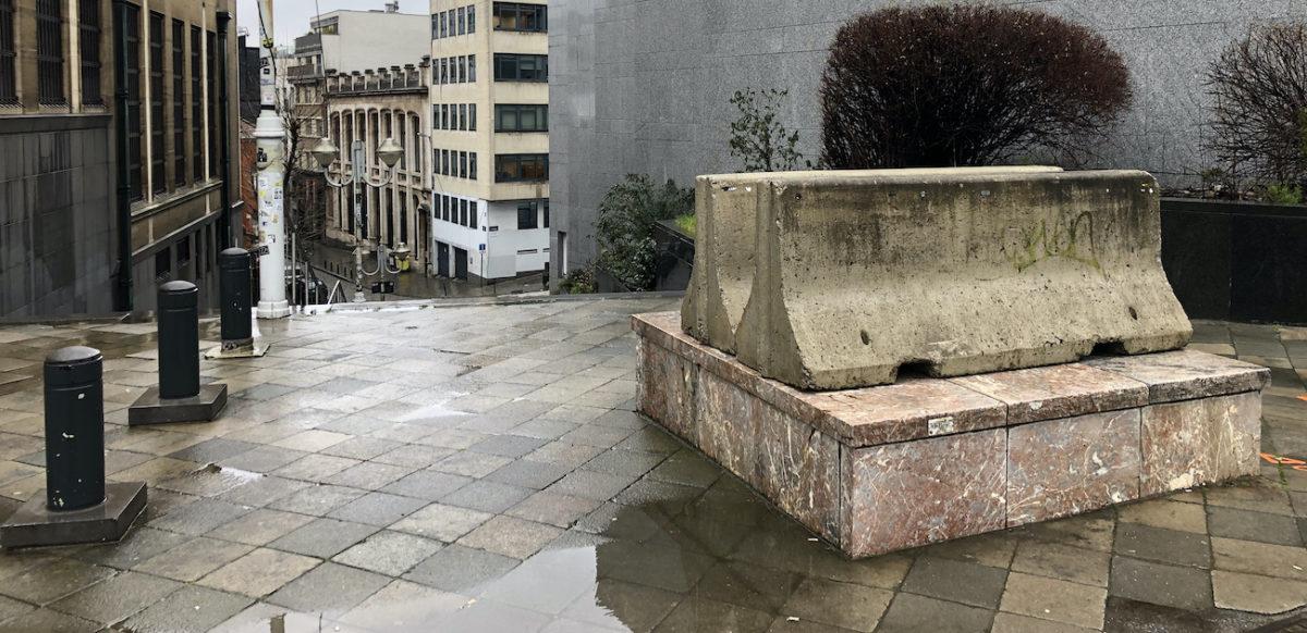 Bd Pachéco, Statue Gastin Lagaffe